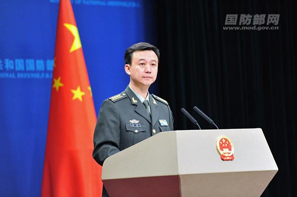 国防部新闻发言人吴谦答记者问。