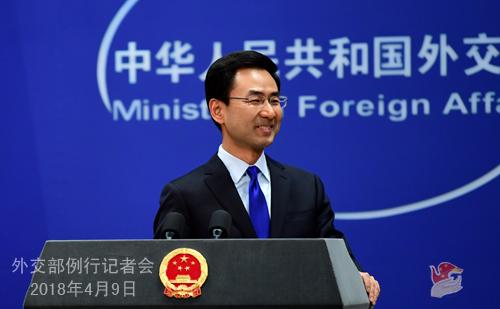 外交部发言人耿爽主持记者会。