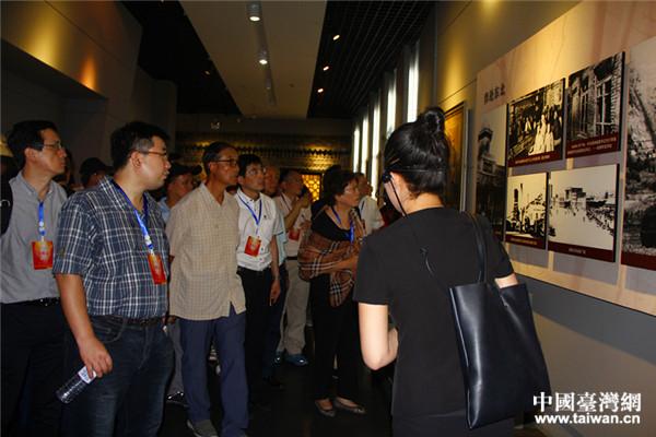 黄埔后代参观杨靖宇将军纪念馆,听讲解员讲述英雄杨靖宇的伟绩