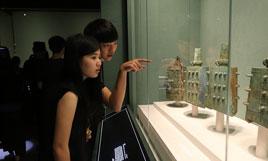 台湾青年走进首都博物馆 观展绘扇感受中华文化魅力